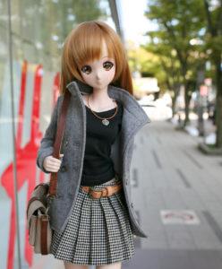クールガール トラッド ジャケット プリーツスカートスタイルで街を行くみらいちゃん